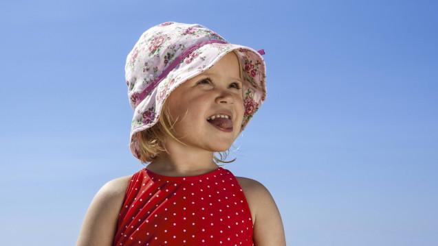 Was nun? Ohne UV-Strahlung, keine Vitamin D-Bildung aber ohne Sonnenschutz ist die Hautgesundheit in Gefahr. Und Experten zufolge, sollen Kinder ab zwei Jahren auch nicht grundlos Vitamin D-Tabletten nehmen. (Foto: Imago)