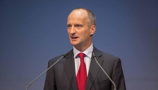 Mit deutlichen Worten forderte ABDA-Präsident Friedemann Schmidt in seinem Lagebericht auf dem Apothekertag 2015 mehr Unterstützung für die Leistungen der Apotheker.(Foto: A. Schelbert)