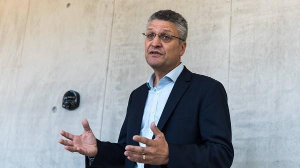 """RKI setzt Risikoeinschätzung auf """"mäßig"""", Spahn gegen Grenzschließungen"""