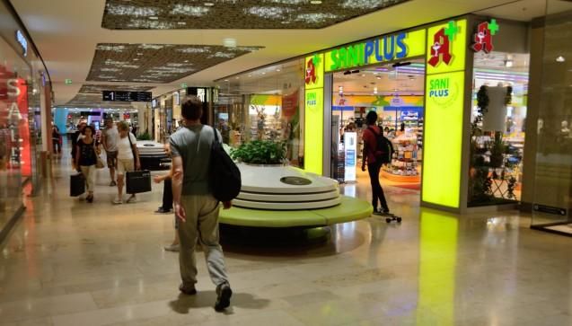 Die SaniPlus Apotheke Pasing liegt im Untergeschoss des Einkaufszentrums. (Foto: hfd / DAZ.online)