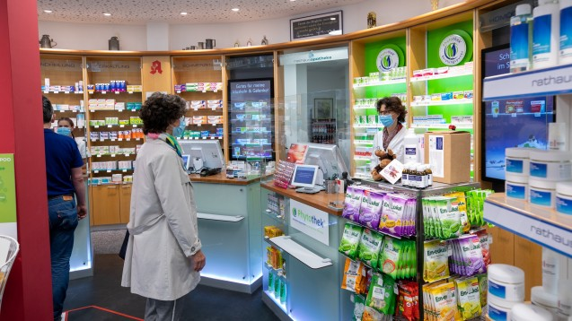 Auch wenn Apotheken derzeit mehr Freiheiten bei der Arzneimittelabgabe haben: Die Kassen sparen mit ihren Rabattverträgen weiterhin. (b / Foto: Schelbert)