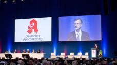ABDA-Hauptgeschäftsführer Dr. Sebastian Schmitz zeigte in seinem Bericht auf dem DAT neue Aspekte auf. (Foto: DAZ / Schelbert)