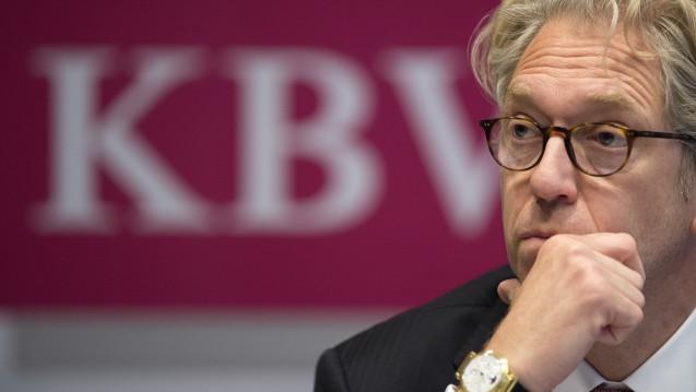 Die Zeit des ehemaligen KBV-Chefs Andreas Köhler war mit einigen Skandalen verbunden. Doch nun gerät auch sein Nachfolger Andreas Gassen zunehmend unter Druck. (Foto:dpa / picture alliance)