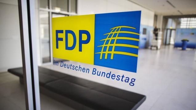 Die FDP-Bundestagsfraktion will von der Bundesregierung wissen, ob nicht auch der Bund in den Arzneimittelskandalen in Bottrop und Brandenburg hätte prüfen müssen, ob die Landesbehörden richtig arbeiten. (m / Foto: imago)