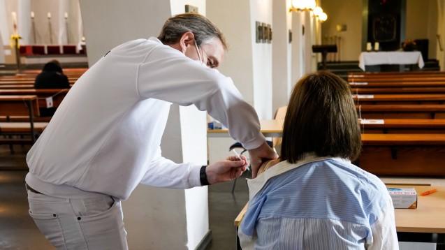 Auch in Kirchen könnte künftig geimpft werden, finden die Gesundheitsminister:innen von Bund und Ländern. (c / Foto: IMAGO / epd)