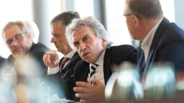 AOK-Chef Dr. Christopher Hermann fordert mehr Transparenz – vor allem von der Industrie. ( r / Foto: AOK-Bundesverband)