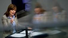 Schattenwelten: Die SPD-Bundestagsabgeordnete hat sich jahrelang mit einem gefälschten Lebenslauf vorgestellt und beworben. Hinz ist stellvertretendes Mitglied im Gesundheitsausschuss. (Foto: dpa)