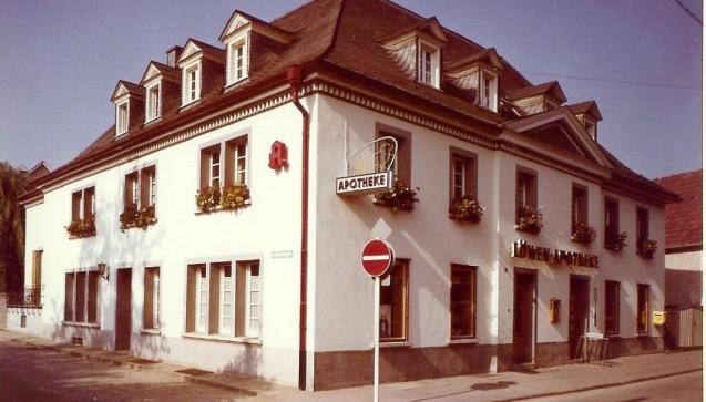 Außenansicht des Apothekenhauses – 1972.