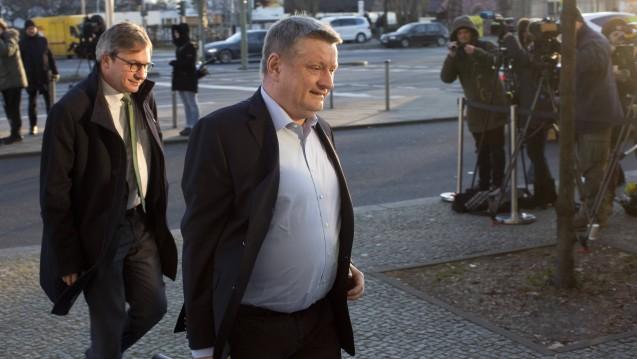 Bundesgesundheitsminister Hermann Gröhe (re.) verhandelt in den Koalitionsgesprächen mit SPD und CSU das Thema Gesundheit für die CDU. (Foto: Imago)