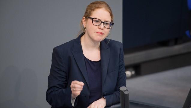 Die FDP-Bundestagsabgeordnete Katrin Helling-Plahr greift die Bundesregierung für ein Statement an, das das Bundesgesundheitsministerium zu Arzneimitteln auf Ebay abgegeben hatte. (s / Foto: Imago images / westend61)