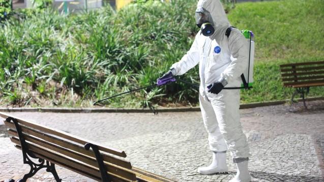 Ist der breite Einsatz von Flächendesinfektionsmitteln sinnvoll oder schadet er zuletzt mehr? (x / Foto: imago images / Fotoarena)