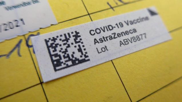 Die EMA empfiehlt weiterhin, die Verabreichung der zweiten Dosis entsprechend der Produktinformation fortzusetzen. (Foto: IMAGO / Eckhard Stengel)