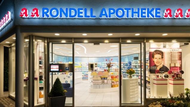 """Die Rondell Apotheke in München-Harlaching erhielt das Apotheken-Arbeitgeber-Siegel 2018 und darf jetzt als """"Vorbildlicher Arbeitgeber 2018"""" werben. (c / Foto: Rondell Apotheke, Sonja Michalke / Fotograf: Daniel Schvarcz)"""