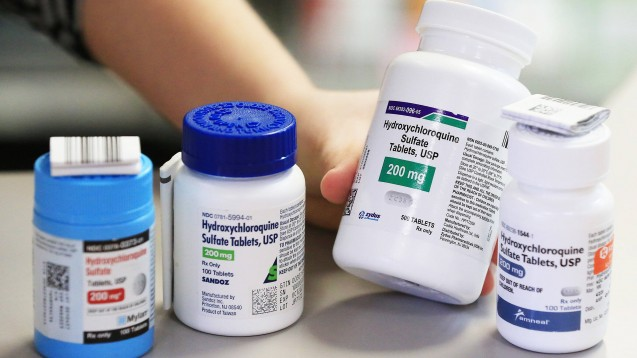Weder Hydroxychloroquin (hier ein Beispielfoto aus den USA) noch Azithromycin oder die Kombination aus beiden Wirkstoffen konnten in einer US-amerikanischen Studie die Sterblichkeit unter COVID-19-Patienten signifikant senken.( r / Foto: Imago / ZUMA)