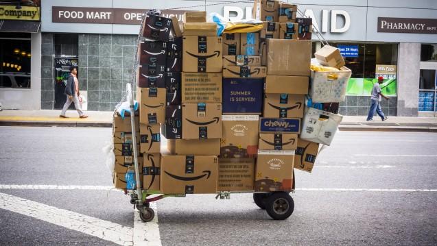 Arzneimittel könnten in den USA von Amazon ausgeliefert werden. US-Medien zufolge verhandelt der Versandkonzern schon mit Krankenversicherungen. (r / Foto: imago images / Levine-Roberts)