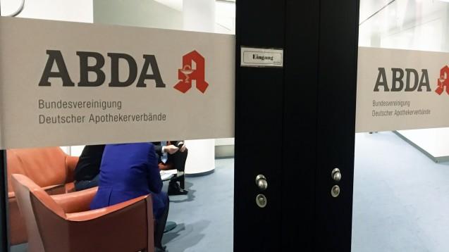 Keine Chance: Die ABDA-Mitgliederversammlung hat den Vorschlag von Jens Spahn, EU-Versendern Rx-Boni zu gestatten, abgeschmettert. Vielmehr haben die Apotheker einen eigenen Plan vorgelegt. (Foto: DAZ.online)