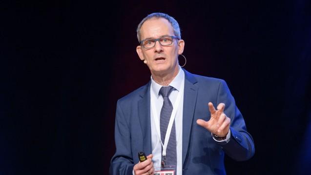 Prof. Gerd Bendas auf der Interpharm 2019: 100.000 Menschen sind in Deutschland täglich arbeitsunfähig aufgrund von Migräne. (s / Foto: Schelbert)