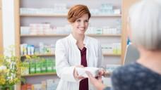 Das Vertrauen in Apotheker schafft therapietreue Patienten. (Foto: contrastwerkstatt / Fotolia)