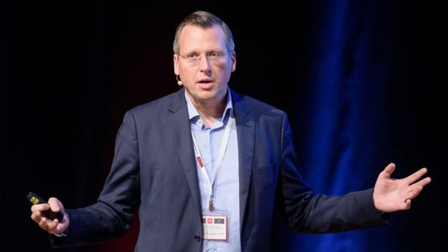 Prof. Dr. Martin Smollich kennt sich mit Nahrungsergänzungsmitteln und Arzneimitteln gut aus. Unter anderem ist er Herausgeber des Fachblogs Ernaehrungsmedizin.blog. (b/Foto: Matthias Balk)