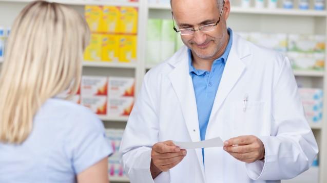 Rabattarzneimittel nicht vorrätig? Immer mehr Kassen ermöglichen Apotheken in der Coronakrise eine flexible Abgabe, damit Patienten nicht erneut in die Apotheke kommen müssen. ( r / Foto: Contrastwerkstatt / stock.adobe.com)