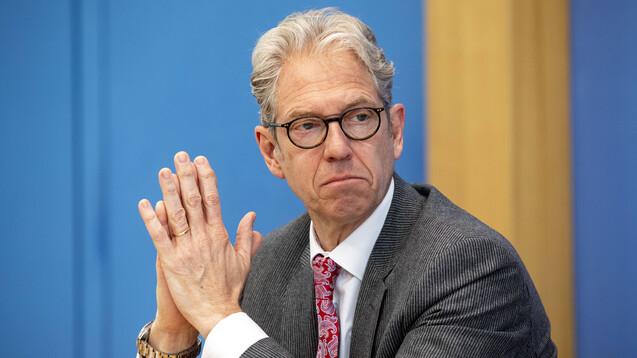 KBV-Chef Gassen hält nichts von der Idee, dass Apotheken COVID-19-Auffrischimpfungen anbieten könnten. (c / Foto: IMAGO / Christian Thiel)