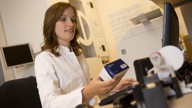 Einzelne Packungen direkt zu bestellen bedeutet in der Apotheke mehr Arbeit. (Foto: Schelbert / DAZ)