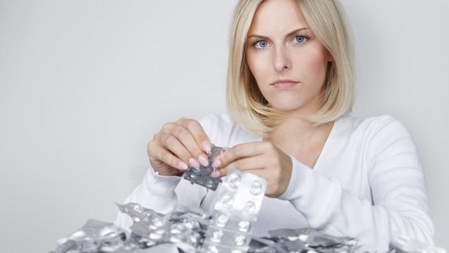 Missbräuchliche Einnahme von Schmerzmitteln kann Kopfschmerzen verursachen. (Foto: Karin & Uwe Annas / stock.adobe.com)