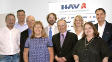 Der neue Vorstand des HAV: Stefan Räuber, Dr. Guido Kruse, Lutz Mohr, Cornelia Braun, Leif Harmsen, Uwe Arlt, Jeannett Wetzel, Mira Sellheim und der neue Vorsitzende Holger Seyfarth (v.l.) (Bild: HAV)