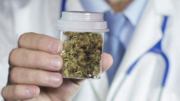 ABDA positioniert sich zu Cannabis