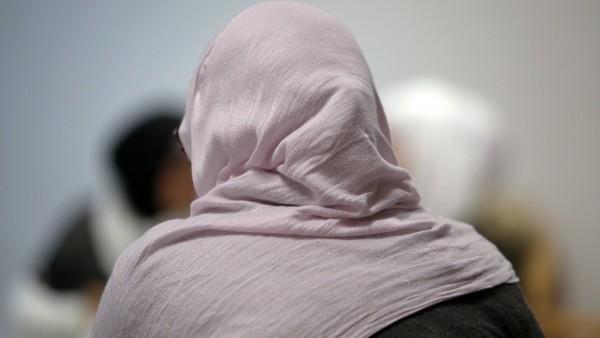 Apothekerin wehrt sich gegen Kopftuch-Kritik