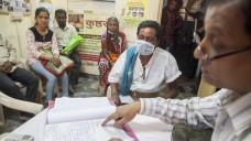 Lepra-Praxis in Mumbai, Indien:2015 steckten sich weltweit offiziellen Zahlen zufolge noch immer etwa 211.000 Menschen an, Hilfsorganisationen rechnen mit bis zu 250.000 Menschen. (Foto: dpa)