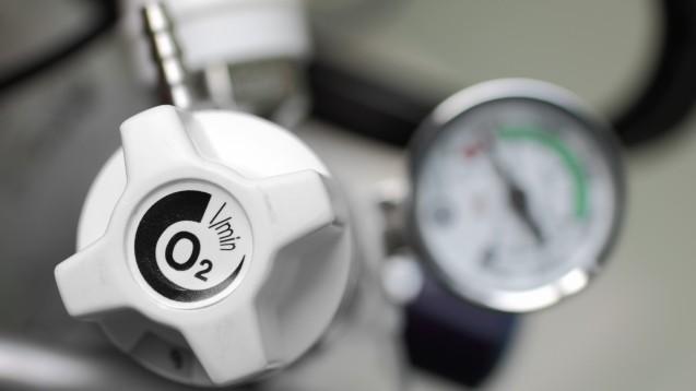 In einer kleinen Studie konnten COVID-19-Patient:innen unter Colchicin schneller auf externe Sauerstoffzufuhr verzichten und schneller aus dem Krankenhaus entlassen werden als Placebopatient:innen. (Foto:sudok1 / stock.adobe.com)