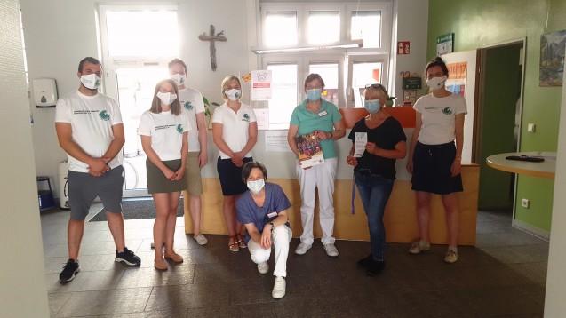 """Das Team von """"Apotheker ohne Grenzen"""" unterstützt und berät die Elisabeth-Straßenambulanz Frankfurt bei der Verordnung, der Lagerung und dem Einsatz von Arzneimitteln. (Foto: AoG Frankfurt am Main)"""