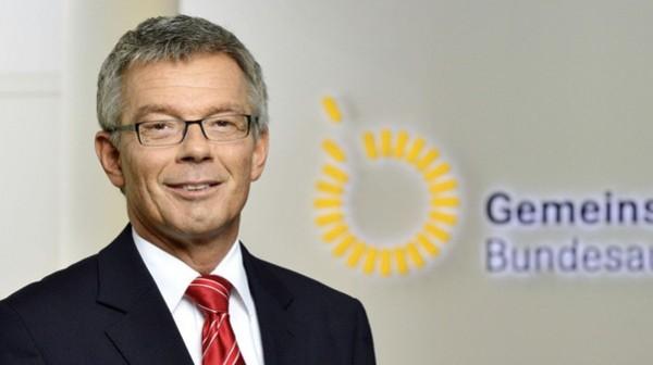 Hecken ist Chef über 1,2 Milliarden Euro