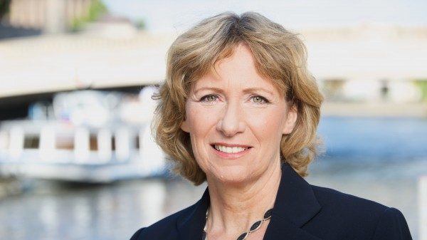 Fischer an Merkel: Halten Arzneiversorgung aufrecht