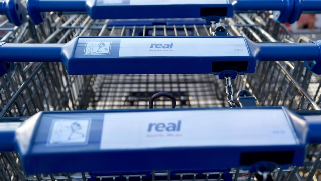 Neuer Vermieter für viele Apotheker? Medienberichten zufolge will die Kaufland-Kette den Konkurrenten Real übernehmen, die Apotheken in Real-Märkten bekämen dann neue Vermieter. ( r / Foto: Imago)