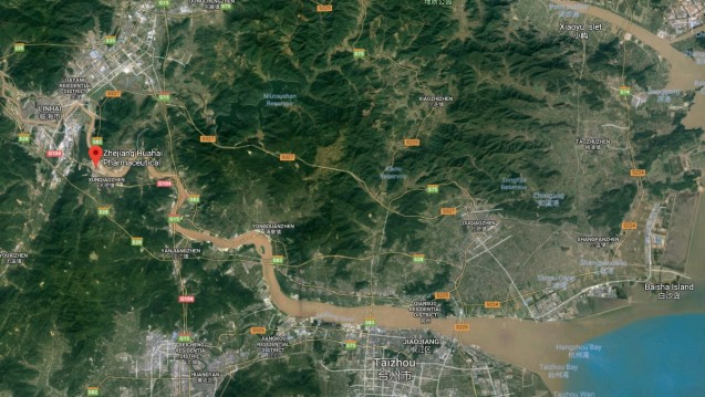 Laut Google Maps ist der chinesische Wirkstoffhersteller Zhejiang Huahai Pharmaceutical direkt am Fluss Ling Jiang im Osten von China angesiedelt. (Foto: Screenshot / Google Maps)