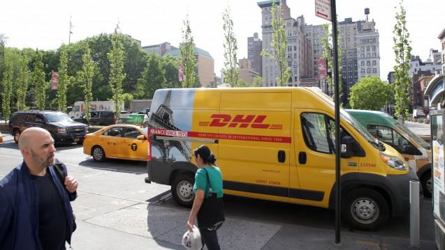 Die Post-Tochter DHL (hier in New York) will in den USA ihre beim Vertrieb von Arzneimitteln und medizinischen Produkten stärken. (Foto: imago images / wolterfoto)
