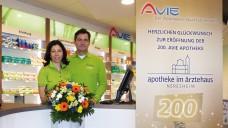 Sie freuten sich über Umbau-Unterstützung durch die Kooperation: Ehepaar Boving in der Apotheke im Ärztehaus in Neresheim. (Foto: Avie)
