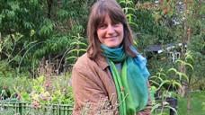 Gärtnerin Petra Panthel darf weiterhin Kräuter vor der Lübecker Löwen-Apotheke verkaufen. (Foto: Panthel)