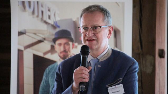 Olaf Behrendt, Vorsitzender des Apothekerverbands Brandenburg, bemühte sich, die politischen Geschehnisse der vergangenen Monate in diplomatische Worte zu fassen. (Foto: Apothekerverband Brandenburg)