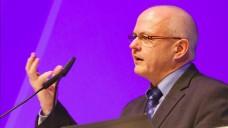 BAK-Präsident Kiefer bei der Eröffnung des Pharmacon 2016: Wie wird mit den Erkenntnissen aus der Datensammlung zur Evidenz der OTC-Arzneimittel umgegangen? (Foto: WuV)