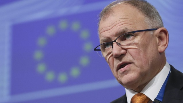 Rx-Versandverbot fest im Blick: EU-Kommissar Vytenis Andriukaitis will am heutigen Freitag mit Bundesgesundheitsminister Hermann Gröhe darüber sprechen, ob das Rx-Versandverbot euoparechtlich machbar wäre. (Foto: dpa)