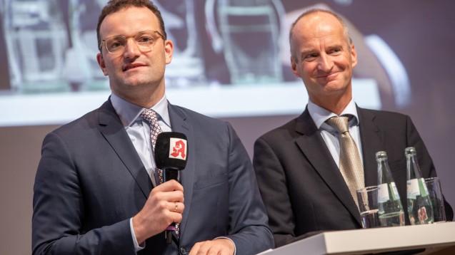 Gemeinsam ein Ziel im Blick: ABDA-Präsident Friedemann Schmidt (li.) stellte erneut klar, dass die ABDA das von Bundesgesundheitsminister Jens Spahn vorgelegte Rx-Boni-Verbot vorbehaltlos unterstützt. (x / Foto: Schelbert)