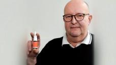 Apotheker Rainer Brosig, Entwickler eines Notfallsets von nasalem Fentanyl,wurde mit dem Ehrenbrief der Deutschen PalliativStiftung ausgezeichnet. (r / Foto: Thomas Sitte)