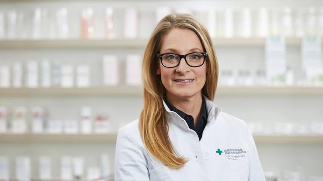 Apothekerin Iris Hundertmark aus Bayern beschwert sich über die Beleidigungen anderer Apotheker, nachdem sie alle homöopathischen Präparate aus der Sichtwahl schmiss. (s / Foto: Bahnhof Apotheke)