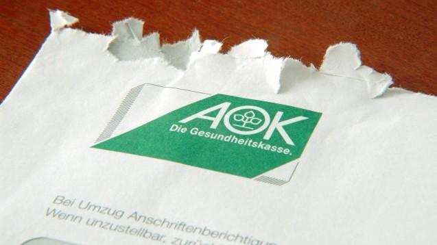 Einige Krankenkassen, darunter auch AOKen, fordern die Apotheken in ihren Schreiben auf, auf die Einrede der Verjährung zur Umsatzsteuer zu verzichten und bei ihren Finanzämtern Einspruch gegen Umsatzsteuerbescheide einzulegen. (s / Foto: imago images / Steinach)