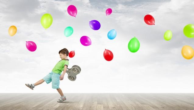 """Früher nannte man sie """"Zappelphilipp"""" oder """"Klassenkasper"""": Kinder, die an ADHS leiden. Durch die Aufmerksamkeitsdefizit-Hyperaktivitäts-Störung haben diese Kinder Schwierigkeiten, still zu sitzen und sich zu konzentrieren. Unser Beratungs-Quickie von dieser Woche schaut sich die Therapie eines Jungen mit ADHS genauer an. Aktiv gegen Hyperaktivität mit Medikinet. (Foto: Sergey Nivens / Fotolia)"""