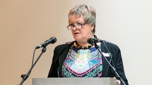 MagdaleneLinz hat am gestrigen Mittwochvor der neu gewählten Vertreterversammlung in Hannover ihre letzte Ansprache als Kammerpräsidentin von Niedersachsen gehalten. (c / Foto: Apothekerkammer Niedersachsen)
