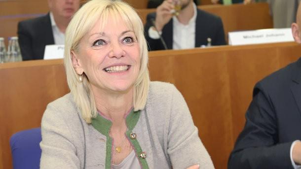 Bayerns neue Sozialministerin soll Carolina Trautner werden. Die Apothekerin arbeitete bis 2013 als angestellte Approbierte in einer Apotheke. (Foto: Bayerisches Sozialministerium)
